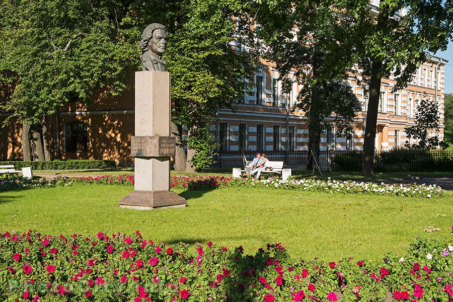 всяком тех, памятник рубинштейну в петергофе фото фотографии